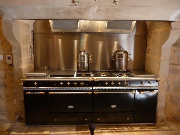 Int rieurs du chateau location de ch teau chambres d 39 h tes ch teau de - Piano de cuisine lacanche ...